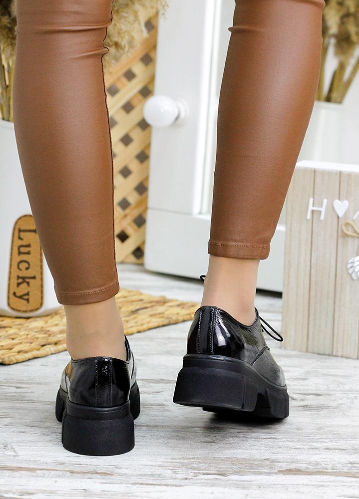 Туфлі броги чорна лак-шкіра 7792-28